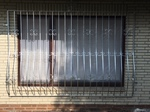 Fenstergitter, Gittertor, Sicherheitsgitter, Gitter, Fenster, Tür, Aluminium, Stahl verzinkt, Edelstahl, Sonderanfertigung, Sondermaß, Verankerung, Mauerwerk, Laibung